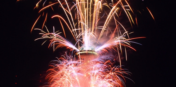 http://www.spaceneedle.com/news/wp-content/uploads/2013/10/wallpaper_fireworks.jpg