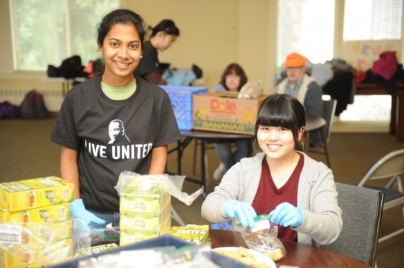 MLK-Day-2015-Food-volunteers-750x499.jpg